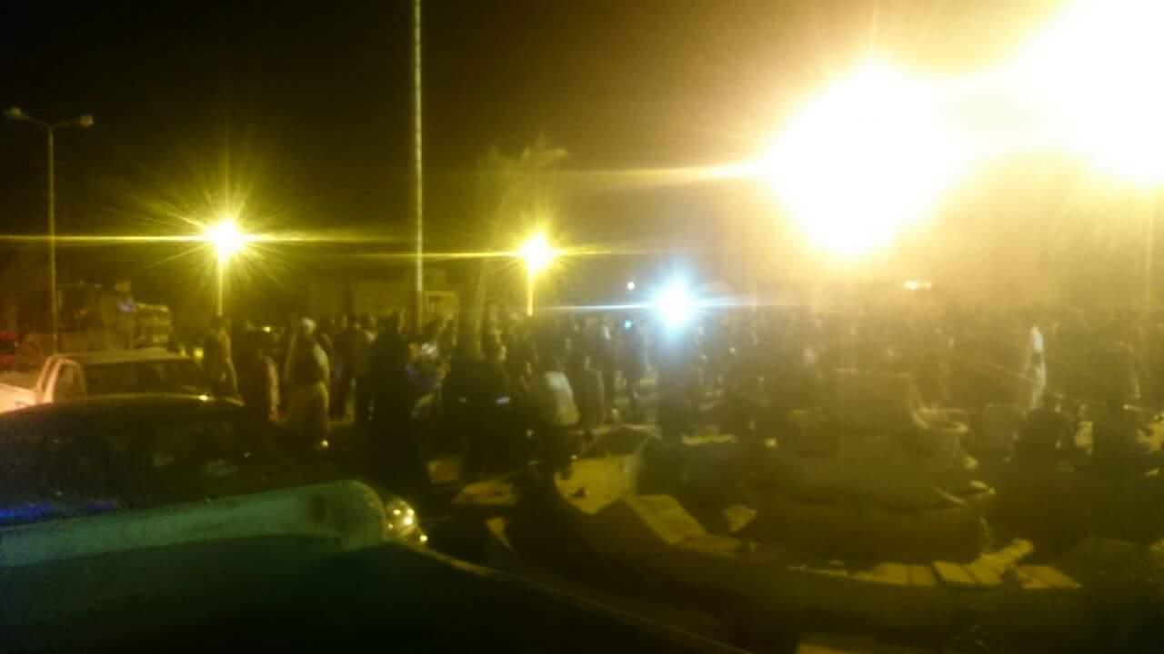 مظاهرات أهالى رأس غارب أمام مجلس المدينة