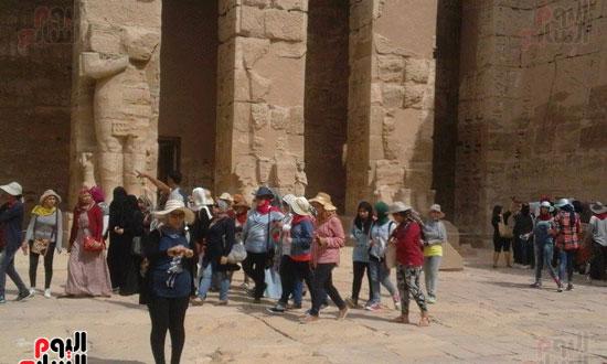 150 فتاة من الفوج الرابع برحلات قطار الشباب والرياضة فى زيارة لمعالم الأقصر الآثرية