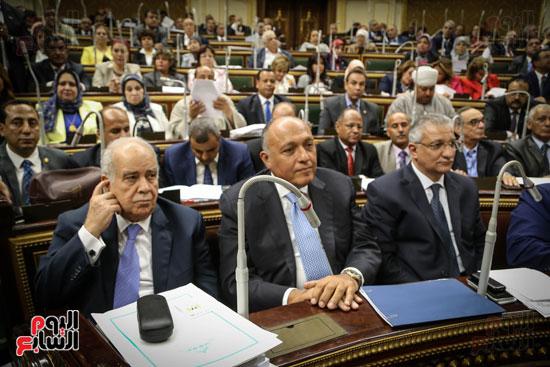 حضور الوزراء بالجلسة العامة