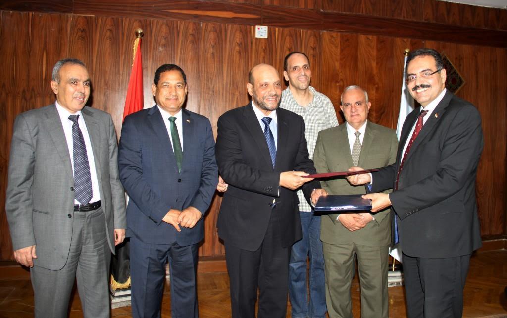 تكريم محمود الشامى لتبرعه بأرض لجامعة طنطا