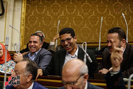 النائب هيثم الحريرى يسخر من عدم حضور الحكومة