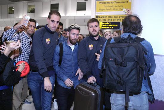 وصول نجوم برشلونة إلى مانشستر استعدادا لقمة السيتى
