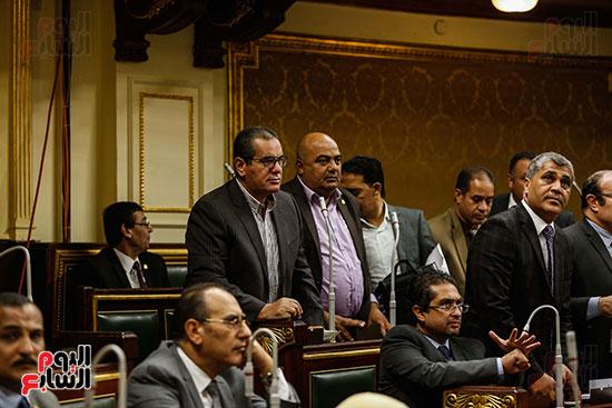 غضب النواب بالجلسة العامة