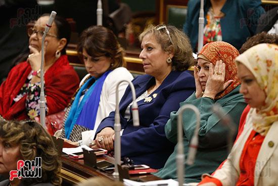 غضب النائبات من عدم حضور الحكومة بالجلسة العامة