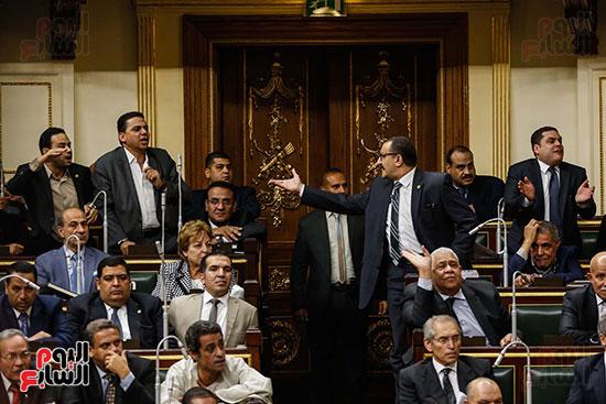 اعتراض النواب على عدم حضور الحكومة