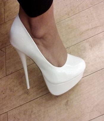 6262427bf لعشاق الأحذية البيضاء 5 طرق عشان ترجع لونها زى أول لبسة - اليوم السابع