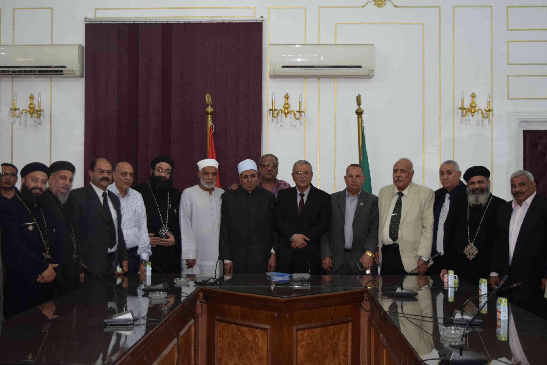 اجتماع اللواء عصام البديوي محافظ المنيا مع أعضاء بيت العائلة