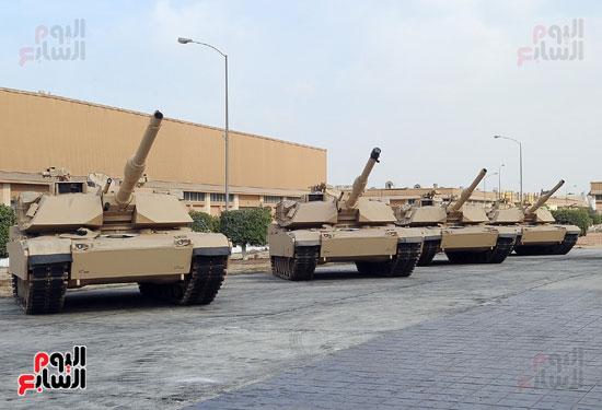 وفد برلمانى يضم أعضاء لجنة الدفاع يزور مصنع 200 الحربى بأبو زعبل (16)
