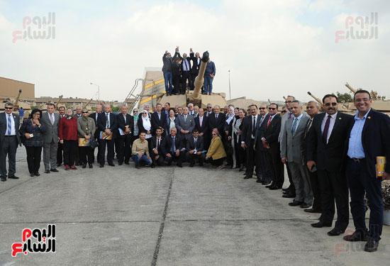وفد برلمانى يضم أعضاء لجنة الدفاع يزور مصنع 200 الحربى بأبو زعبل (15)