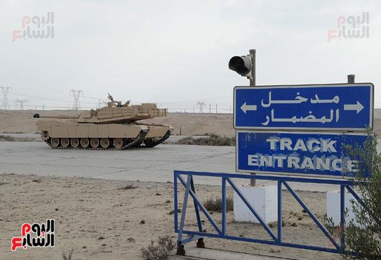وفد برلمانى يضم أعضاء لجنة الدفاع يزور مصنع 200 الحربى بأبو زعبل (14)