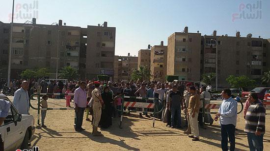 طوابير-من-المواطنين-امام-حافلات-القوات-المسلحة
