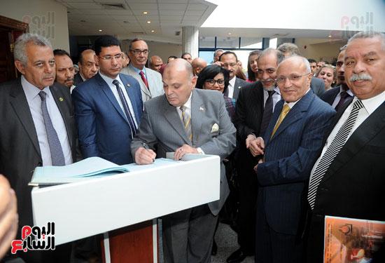 وفد برلمانى يضم أعضاء لجنة الدفاع يزور مصنع 200 الحربى بأبو زعبل (6)