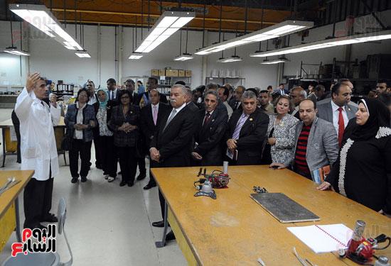 وفد برلمانى يضم أعضاء لجنة الدفاع يزور مصنع 200 الحربى بأبو زعبل (9)