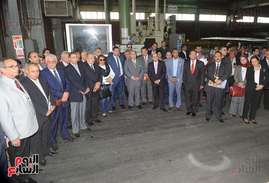 وفد برلمانى يضم أعضاء لجنة الدفاع يزور مصنع 200 الحربى بأبو زعبل (7)