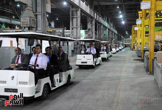 وفد برلمانى يضم أعضاء لجنة الدفاع يزور مصنع 200 الحربى بأبو زعبل (12)
