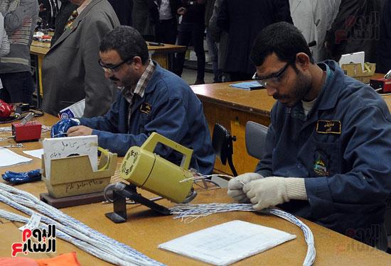 وفد برلمانى يضم أعضاء لجنة الدفاع يزور مصنع 200 الحربى بأبو زعبل (10)