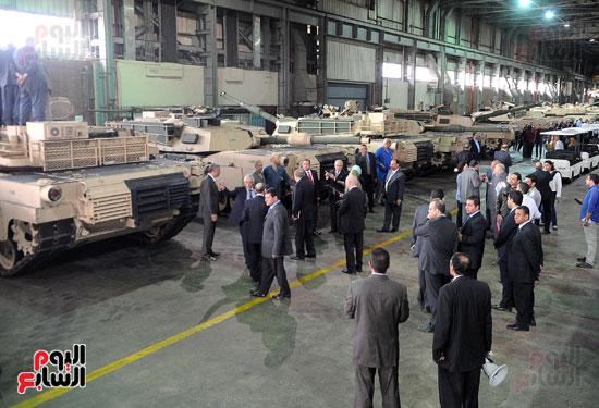 وفد برلمانى يضم أعضاء لجنة الدفاع يزور مصنع 200 الحربى بأبو زعبل (13)