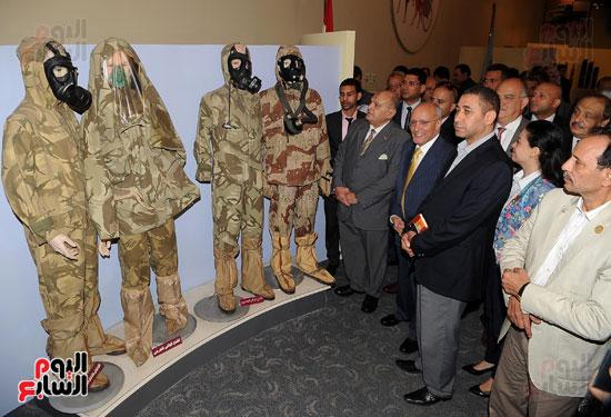 وفد برلمانى يضم أعضاء لجنة الدفاع يزور مصنع 200 الحربى بأبو زعبل (5)