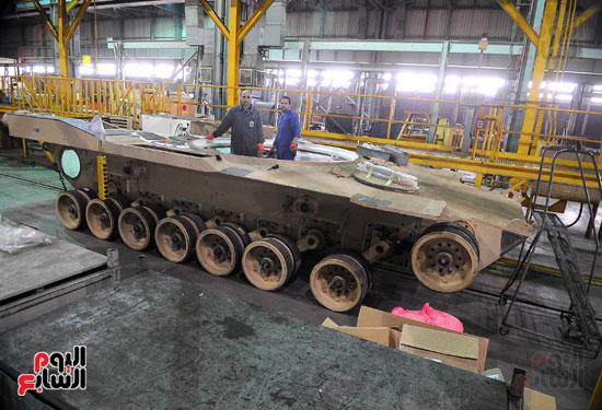وفد برلمانى يضم أعضاء لجنة الدفاع يزور مصنع 200 الحربى بأبو زعبل (11)