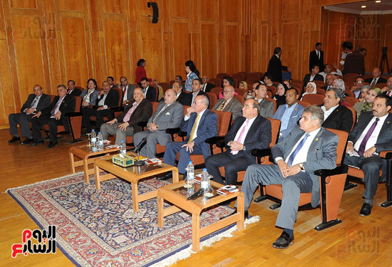 وفد برلمانى يضم أعضاء لجنة الدفاع يزور مصنع 200 الحربى بأبو زعبل (1)