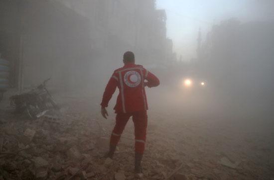 غارات مكثفة للنظام وطائرات روسية علي دوما السورية