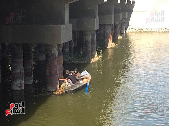 اندفاع قوى للمياه بمكان غرقه
