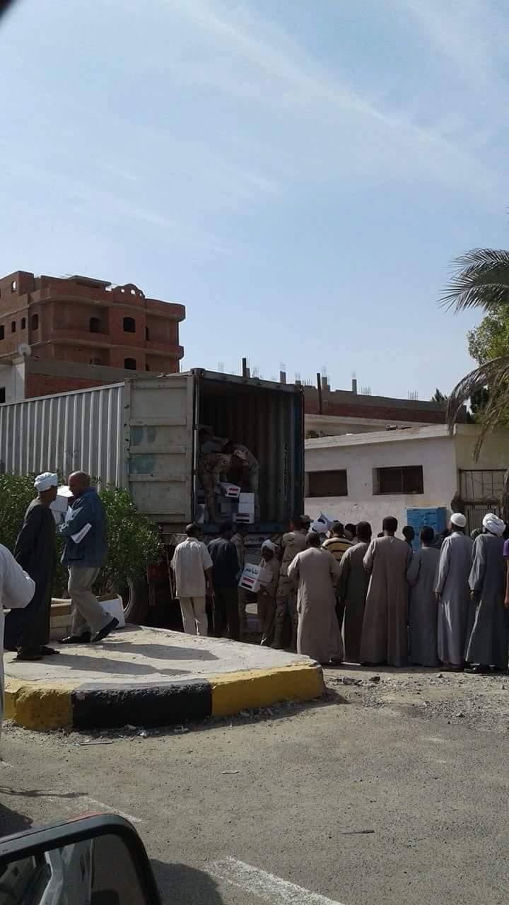 1- توزيع كراتين مواد غذائية من القوات المسلحة بسفاجا