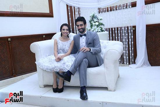 العروسين ومينا عطا