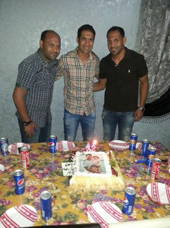 حسنى-عبد-ربه-يحتفل-بعيد-ميلاده-الـ32-مع-أسرته-فى-أبو-صوير-(2)