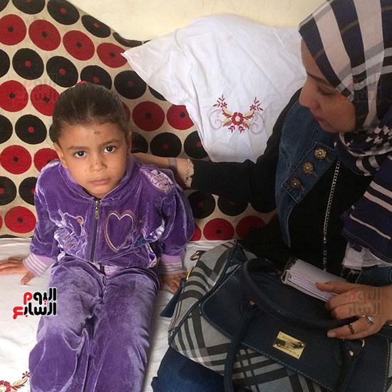 محررة اليوم السابع مع ابنة الضحية
