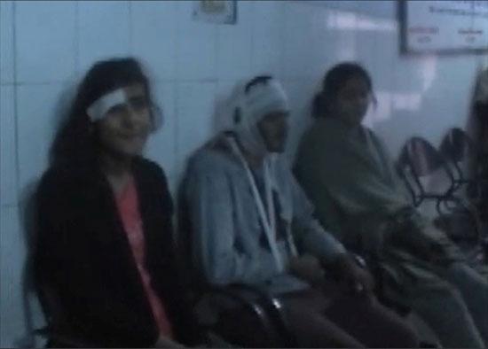 بعض المصابين بعد تلقيهم الإسعافات الأولية
