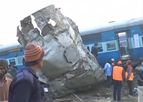 خروج قطار عن القضبان فى الهند ومقتل 91 شخصا