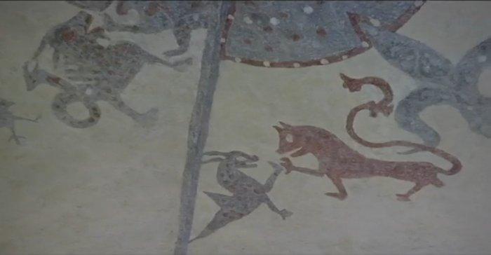 العثور على نقوش فوق سطح كنيسة بالسويد تعود لـ 800 عام  26456-paintingchurchgotland4