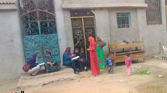 عدد من السيدات أثناء حضورهن ندوة توعية