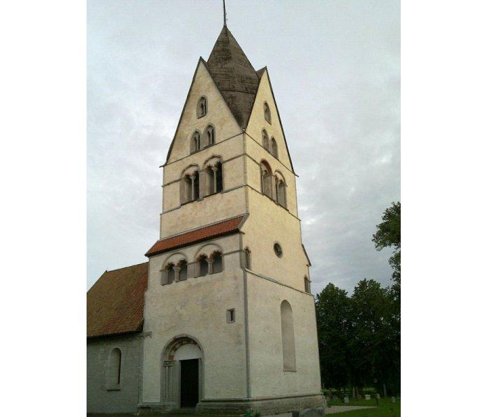 العثور على نقوش فوق سطح كنيسة بالسويد تعود لـ 800 عام  46106-vallchurchgotland