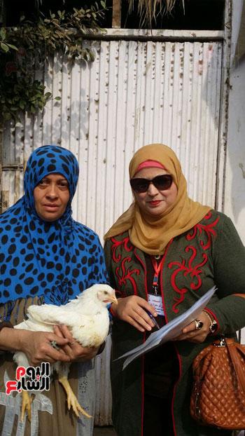 أعضاء القومى للمرأة مع السيدات بالقرى