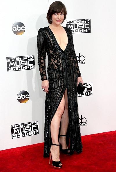 ميلا جوفيش بفستان من إيلى صعب