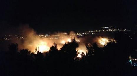 استمرار اشتعال الحرائق ليلا (3)
