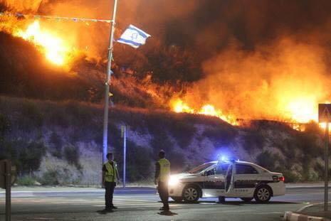 استمرار اشتعال الحرائق ليلا (1)
