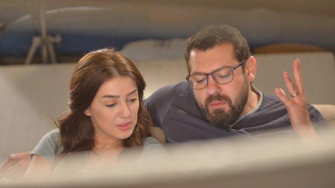 عمرو يوسف وكنده علوش فى مشهد من مسلسل عد تنازلى