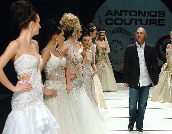 مصمم الأزياء غسان أنطونيوس وجانب من أحد عروضه
