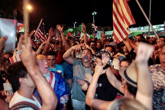 آلاف الكوبيين يحتفلون فى شوارع ميامى بنبأ وفاة قيدل كاسترو (10)