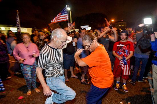 آلاف الكوبيين يحتفلون فى شوارع ميامى بنبأ وفاة قيدل كاسترو (13)