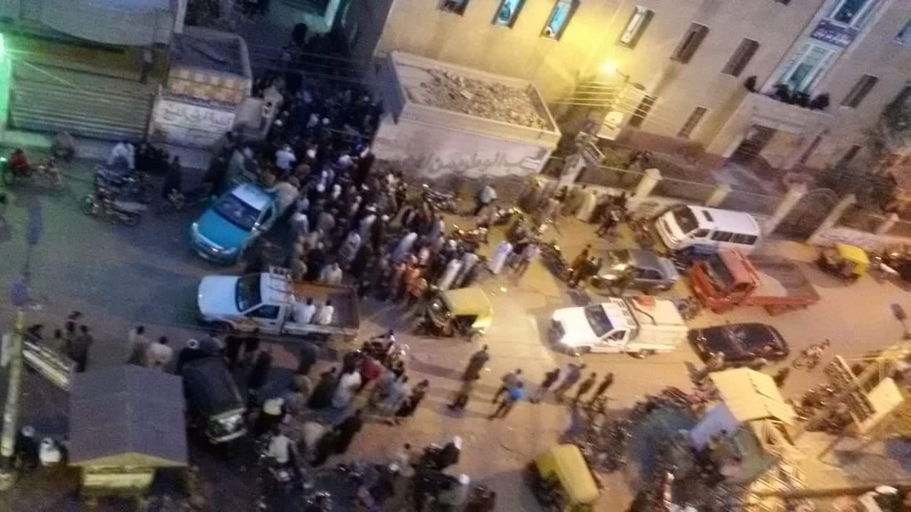تجمع أهالى المتوفين أمام المستشفى لاستلام الجثامين
