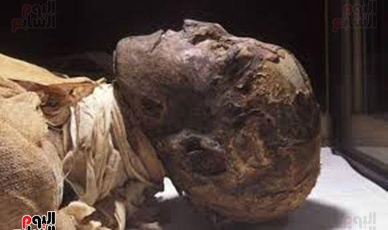"""الملكة """"تيا"""" زوجة رمسيس الثالث ونساء القصر ذبحوه لتوريث ابنها """"بنتاؤر"""" ملكاً للبلاد فكان جزاؤهم القتل شنقاً"""
