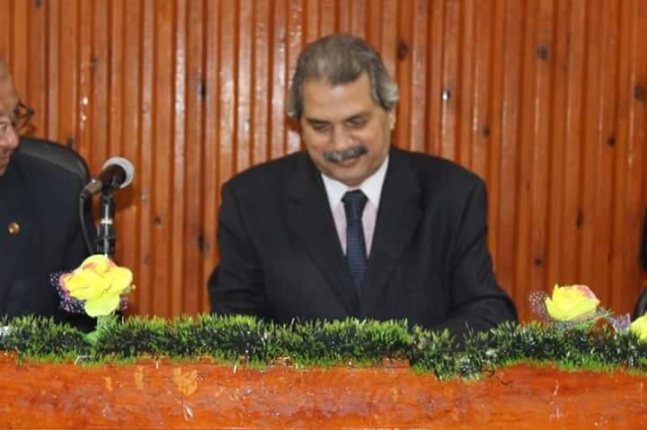 الدكتور صلاح عثمان رئيس قسم الفلسفة ومقرر الندوة