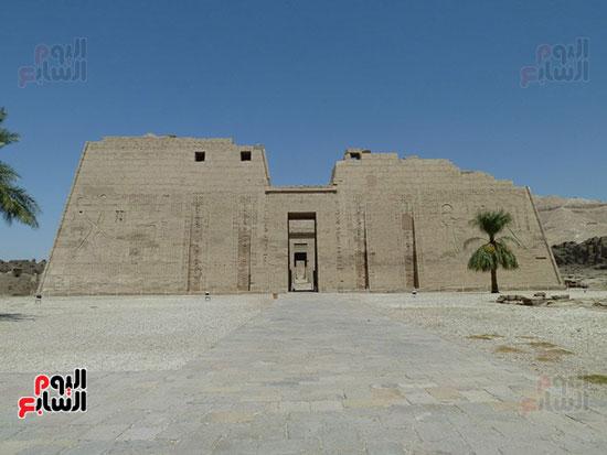 معبد هابو الذى شيدة الملك رمسيس الثالث لسرد بطولاته فى ردع الغزاة