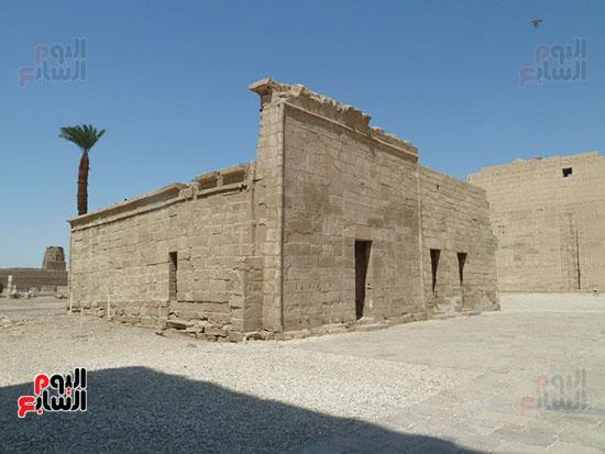 إحدى صروح معبد هابو مدينة الموتى الذى شيده الملك رمسيس الثالث بالأقصر