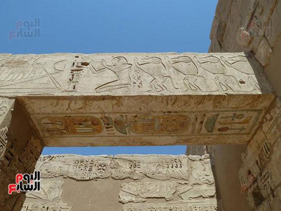 جانب من جدران معبد هابو تحكى بطولات الملك رمسيس الثالث