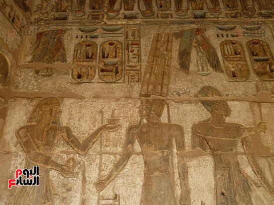 جانب من سرد بطولات وتاريخ الملك رمسيس الثالث فى معبد هابو